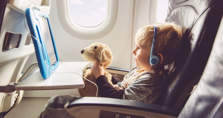 How To Keep Young Children Entertained On Flights
